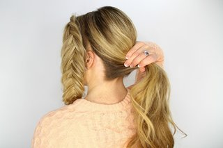 bride-doing-her-own-diy-wedding-day-hairstyle-pony-tail