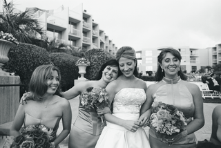 black-and-white-photo-of-bride-with-bridesmaids