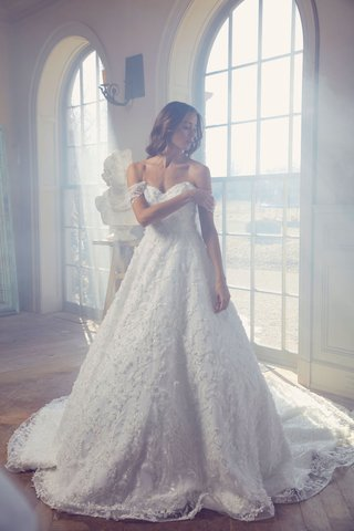 sareh-nouri-spring-2019-swan-lake-collection-wedding-dress-oriel-ball-gown-off-shoulder-neckline
