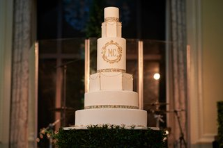 six-tier-wedding-cake-with-gold-detail-round-and-geometric-tiers