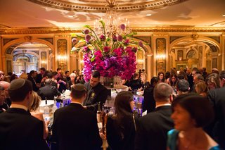 wedding-reception-at-the-plaza-hotel-in-new-york-city-guests-waiting-for-drinks-at-the-bar