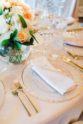 wedding-reception-place-setting-beige-linen-gold-rim-charger-gold-forks-knives-small-centerpiece