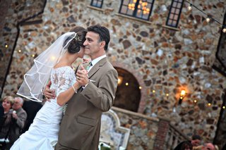 bride-dancing-with-her-dad-at-outdoor-reception