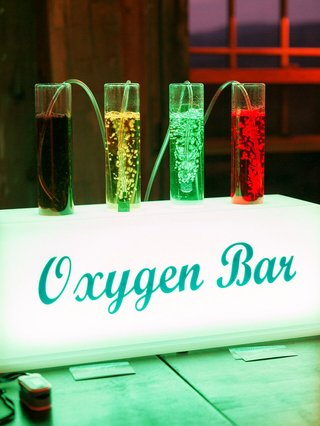 oxygen-bar-with-scents-offered-at-colorado-wedding-because-of-the-high-altitude