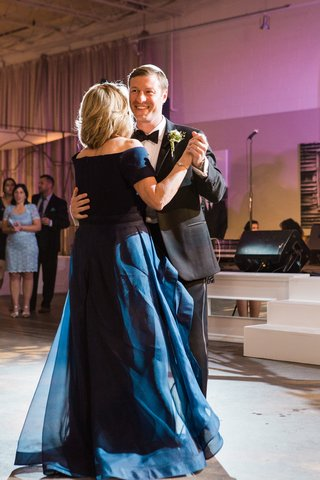 groom-dances-with-his-mom-in-blue-dress