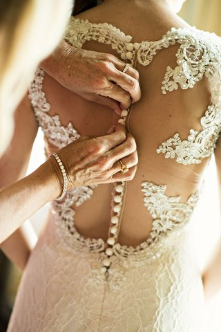 buttoning-up-back-bridal-gown-lace-buttons-illusion-getting-ready-wedding