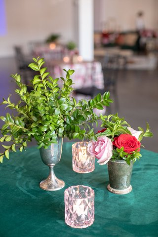 emerald-linen-with-tin-goblet-of-boxwood-tin-cup-with-flowers-pale-pink-votive