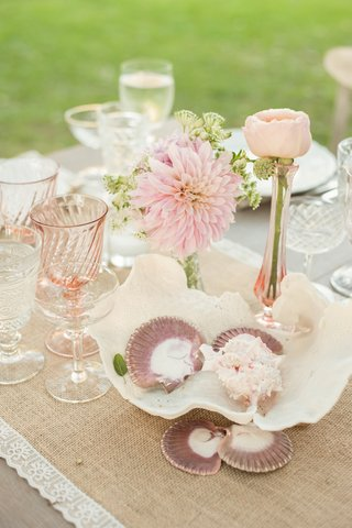 shabby-chic-wedding-with-seashell-and-flower-centerpieces