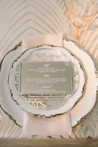 engraved-mirror-to-act-as-wedding-dinner-menu