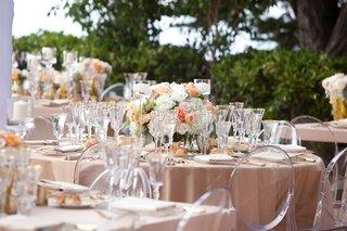 white-and-peach-wedding-centerpiece-ideas