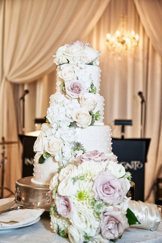 wedding-cake-with-3d-dots-pink-rose-white-rose-white-hydrangea-flowers