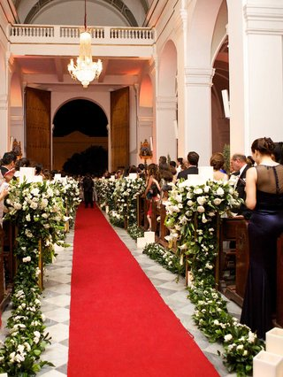 red-carpet-style-aisle-in-catedral-basilica-de-santa-marta-in-colombia-francesca-miranda-daughter