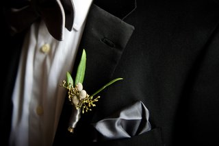 groom-in-tuxedo-with-grey-silk-pocket-square-and-fall-boutonniere-with-green-leaves