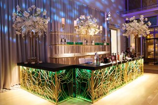 wedding-reception-with-art-deco-bar-with-malachite-panels-and-gold-geometric-pattern