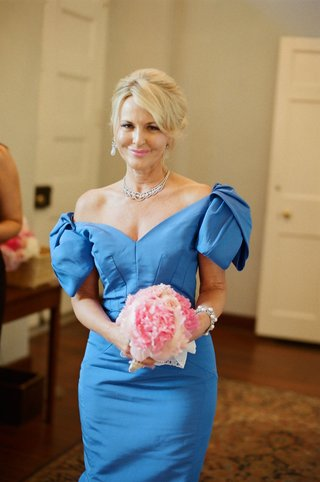 southern-mother-of-the-bride-attire-and-bouquet