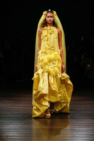 naeem-khan-bridal-fall-2017-madagascar-yellow-sleeveless-wedding-dress-halter-flower-feather-details