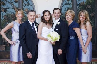 newlyweds-with-bridesmaids-and-parents