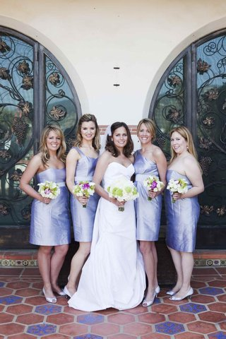 short-purple-bridesmaid-dresses-and-bouquets