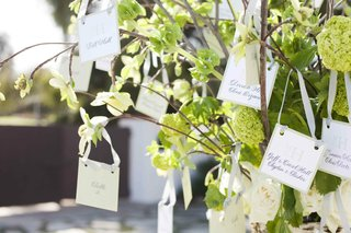 seating-cards-hanging-from-branches-by-ribbon
