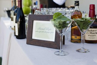 wood-frame-with-mojito-ingredients-on-bar