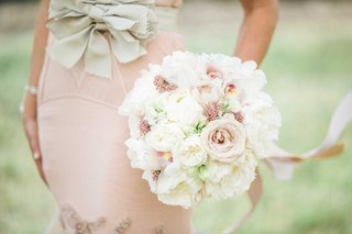 round-bridal-bouquet-with-white-garden-roses-blush-garden-roses-blush-ribbons