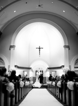 black-and-white-photo-of-catholic-church-wedding-ceremony