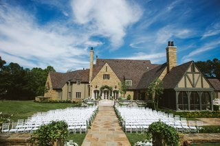outdoor-wedding-with-white-chairs-and-garlands