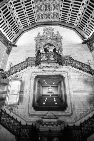 black-and-white-photo-of-wedding-party-the-architecture-of-the-millennium-biltmore-hotel-los-angeles