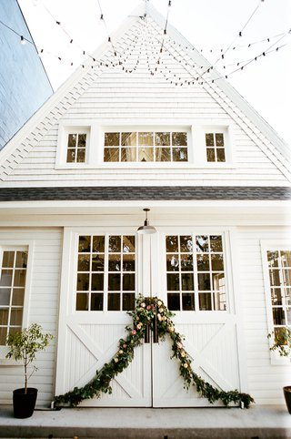wedding-reception-venue-lombardi-house-barn-farmhouse-style-victorian-home-garland-string-lights