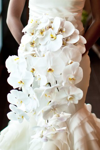 cascading-bouquet-of-white-phalaenopsis-orchids