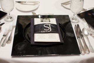 black-charger-plate-with-embroidered-menu-wrap