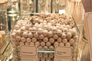 pearl-gum-balls-and-white-chocolate-pretzels