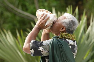 a-conch-shell-blower-at-a-hawaiian-wedding