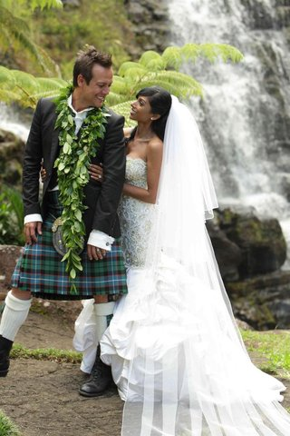 angus-mitchell-co-owner-of-john-mitchell-systems-in-a-kilt-with-his-bride-at-hawaiian-wedding