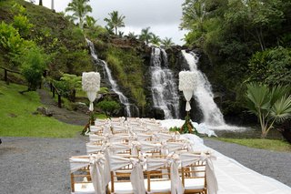outdoor-hawaiian-wedding-ceremony-facing-a-waterfall
