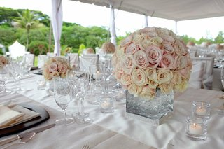 wedding-reception-centerpiece-of-round-bouquet-of-cream-roses-and-light-pink-in-a-modern-vase