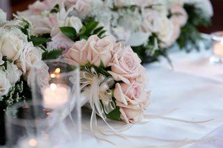 bouquet-of-pale-pink-roses-on-a-wedding-reception-table