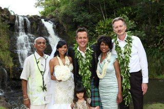 angus-mitchell-co-owner-of-paul-mitchell-systems-his-bride-and-her-family-at-hawaiian-wedding