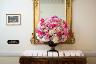 escort-card-table-flower-arrangement-with-pink-peony-white-hydrangea-pink-rose-flowers