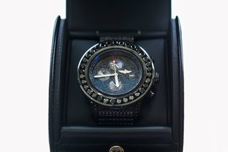 black-diamonds-around-breitling-watch-face