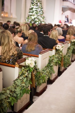christmas-ceremony-with-garland-of-greenery