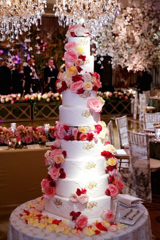eight-layer-cake-with-fresh-flowers-and-lace-design