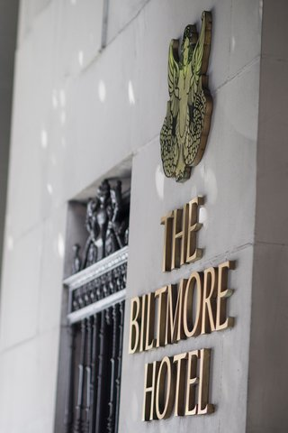 sign-of-the-millennium-biltmore-hotel-los-angeles-with-crest