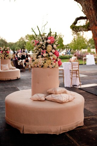 wedding-lounge-ottoman-with-pink-and-white-flower-arrangement