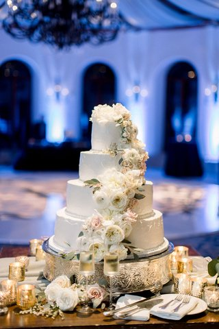 shane-vereen-nfl-player-wedding-cake-white-four-layer-buttercream-design-fresh-white-garden-rose