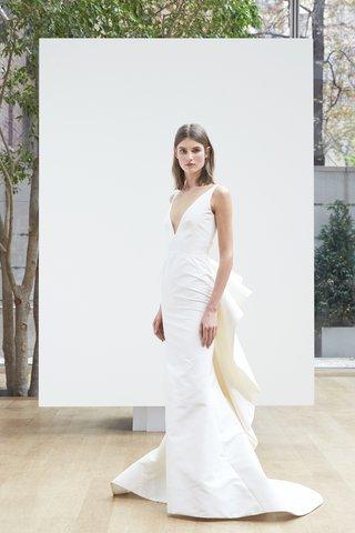 vik-oscar-de-la-renta-spring-2018-ivory-silk-faille-v-neck-trumpet-gown-with-ruffle-back-detail