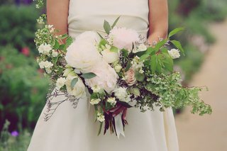 bouquet-with-white-peonies-blushing-bride-patience-garden-rose-sweet-pea-white-spirea