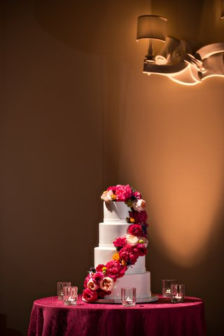 white-round-wedding-cake-with-fresh-peony-and-garden-rose-decorations