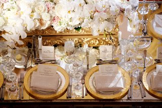 mirror-wedding-reception-table-with-gold-rim-charger-plates-gold-baroque-box-white-flowers
