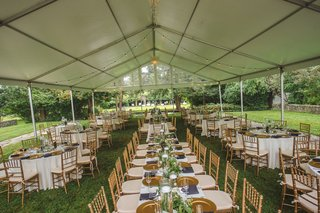 tented-wedding-reception-on-lawn-gold-chiavari-chairs-gold-chargers-open-air-tent